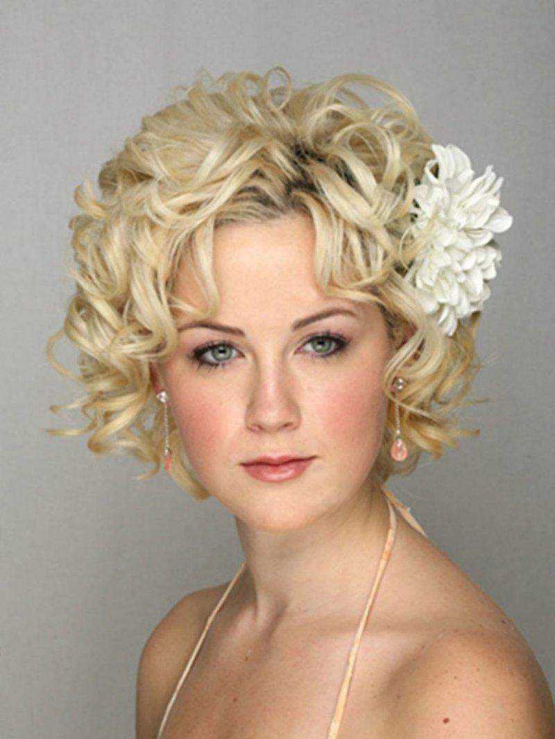 Вечерние прически на короткие волосы фото для женщин