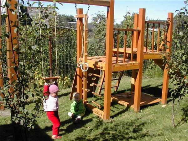 Оборудование детских площадок из дерева своими руками