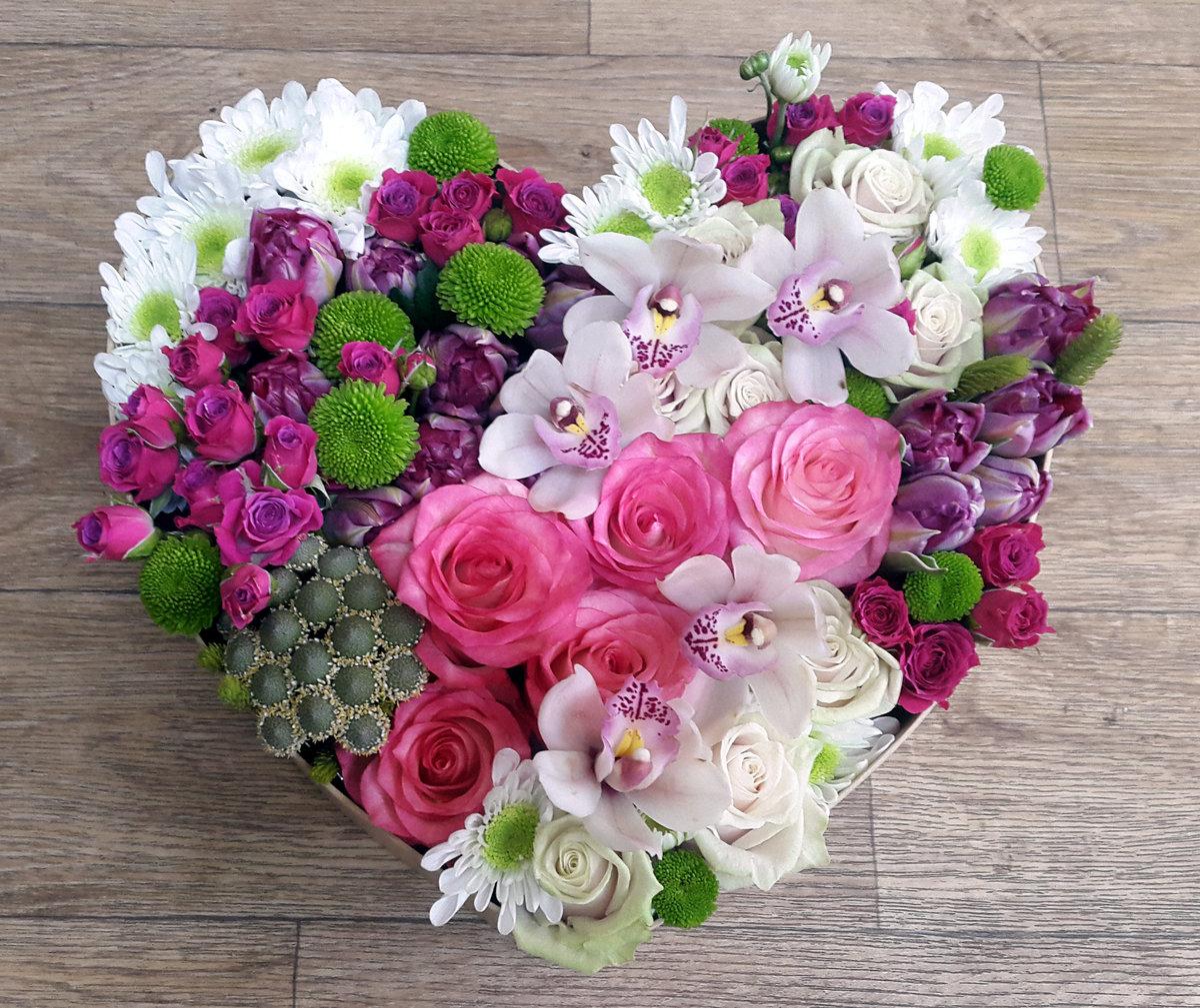 Композиции из цветов сердце фото