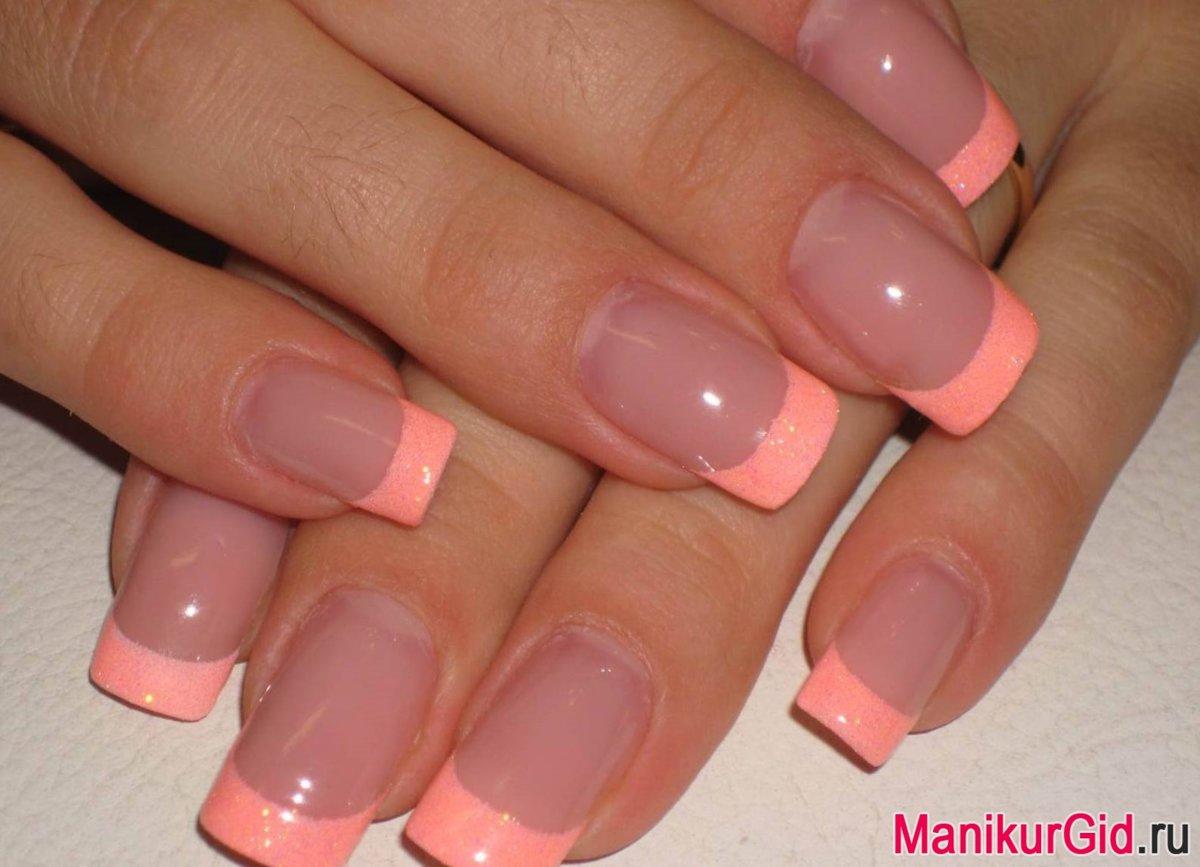 Розово персиковый маникюр фото