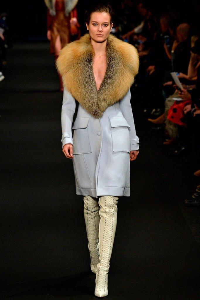 Модные показы пальто с мехом 5