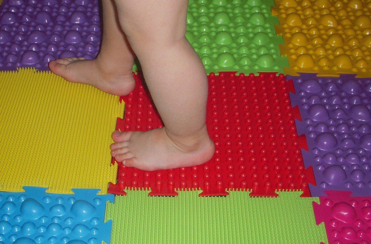Детский массажный коврик для стоп своими руками