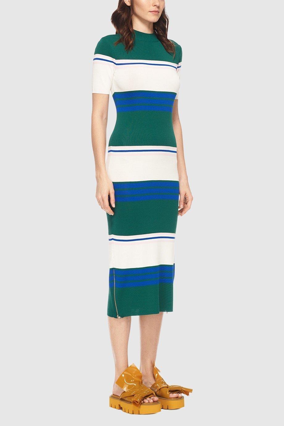 Полосатое трикотажное платье с чем носить