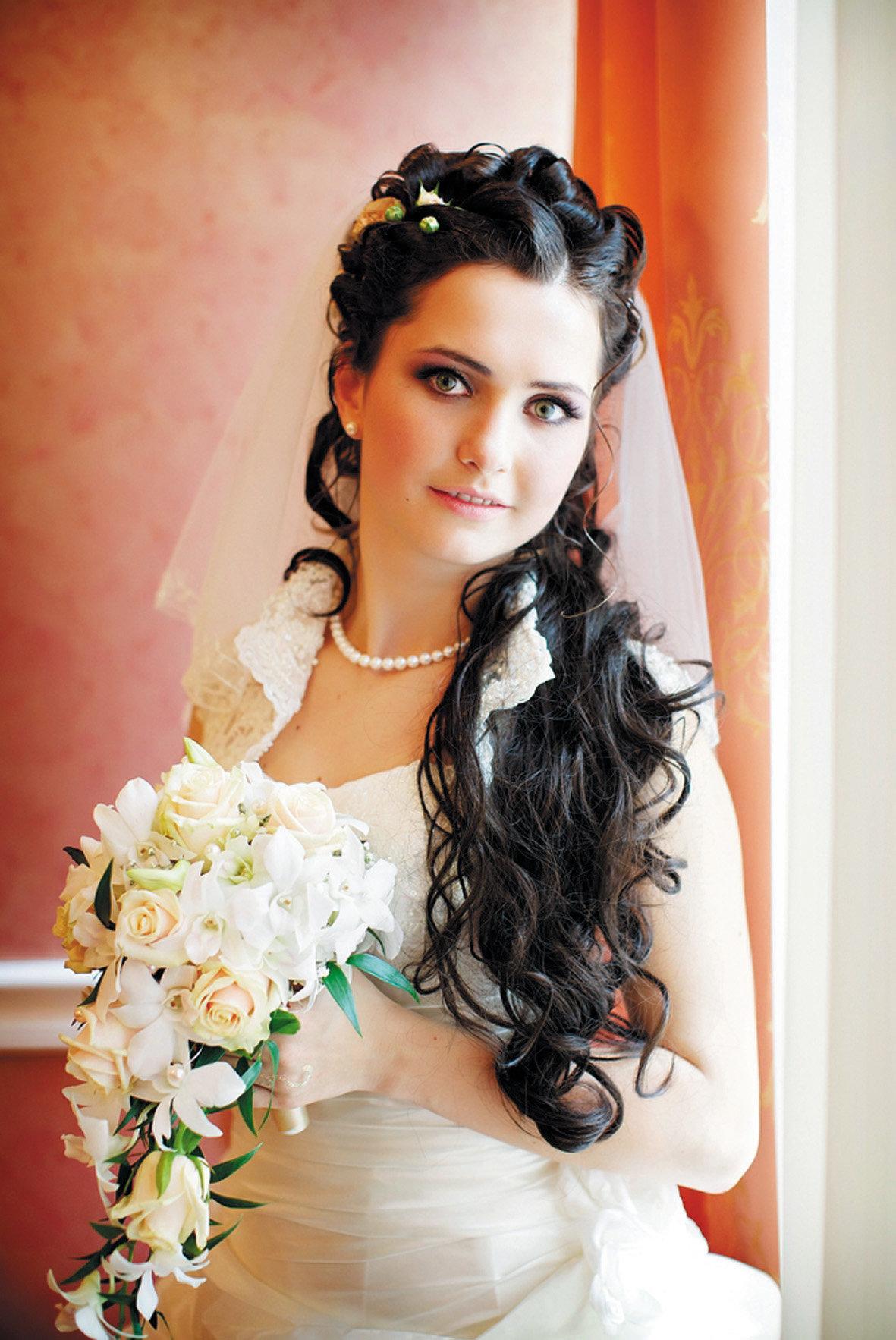 Прически свадебные с фатой с длинными волосами фото