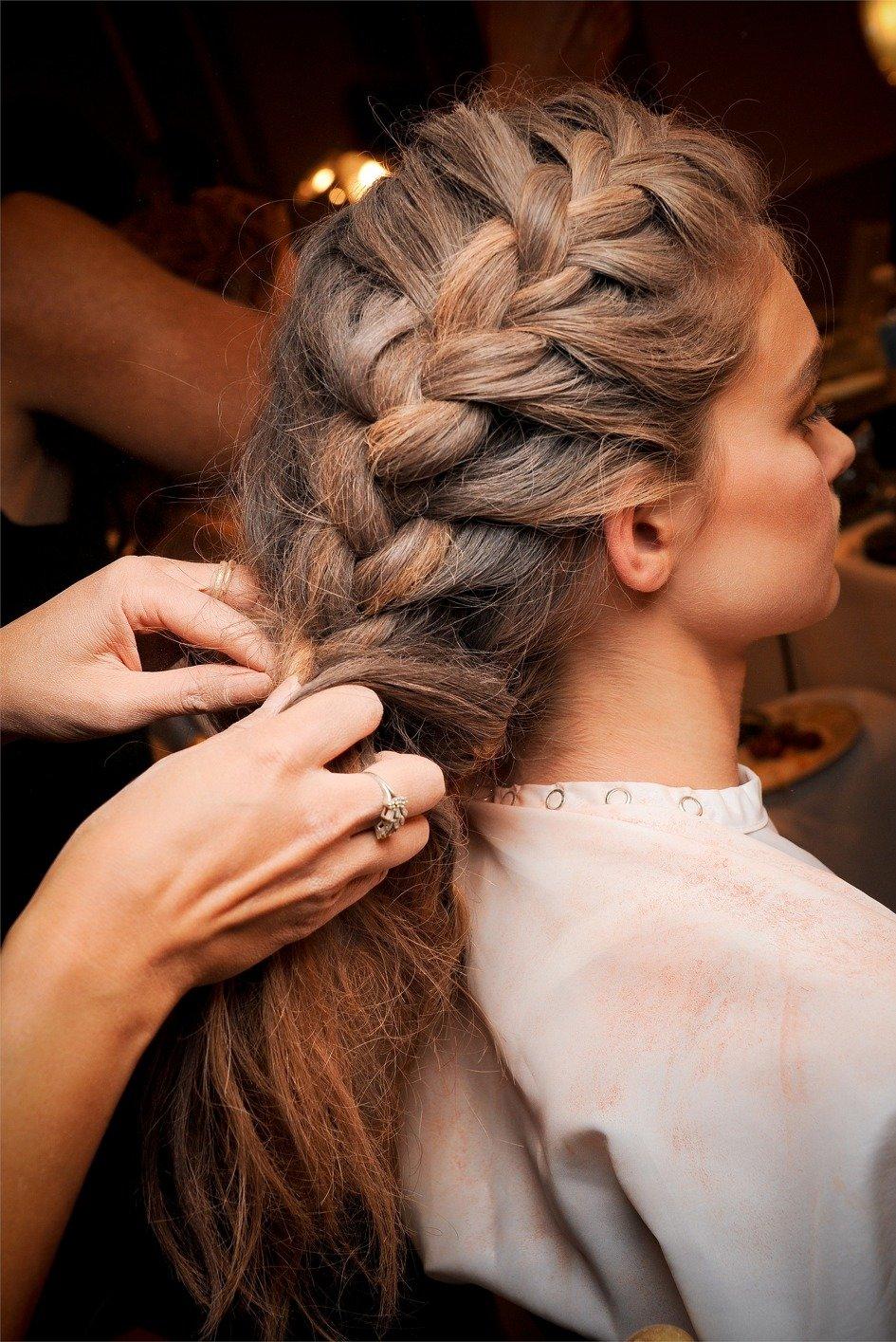Объёмный колосок на длинные волосы