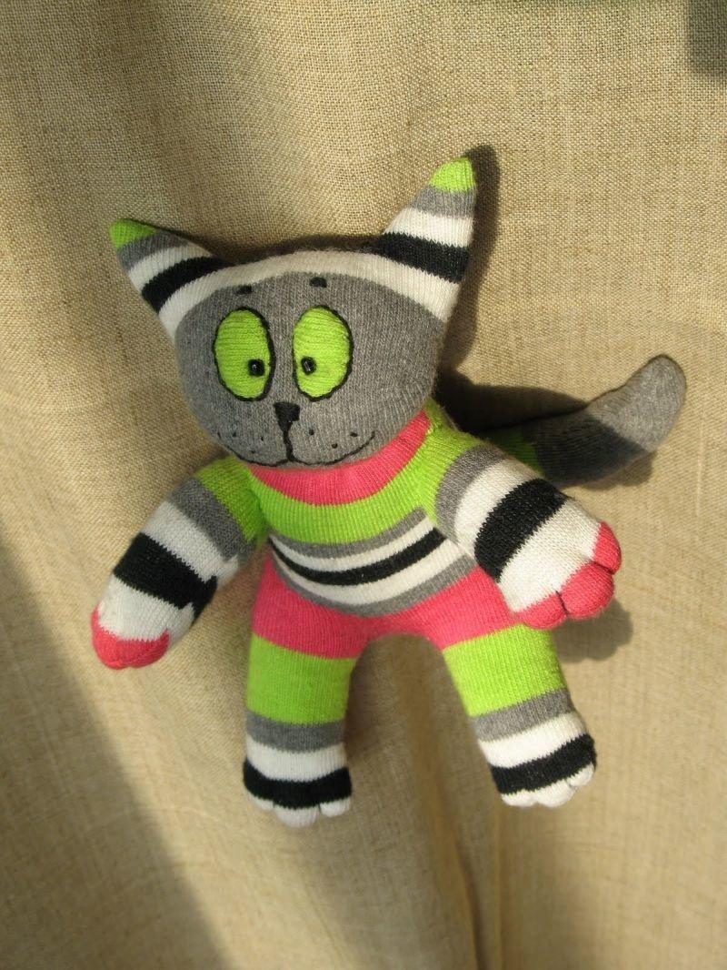 Как сделать из носков мягкую игрушку Как сделать игрушку из носков своими руками