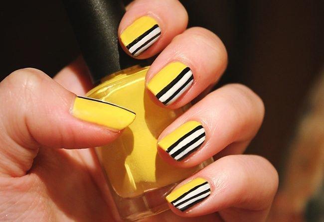 Маникюр желто черные полоски фото