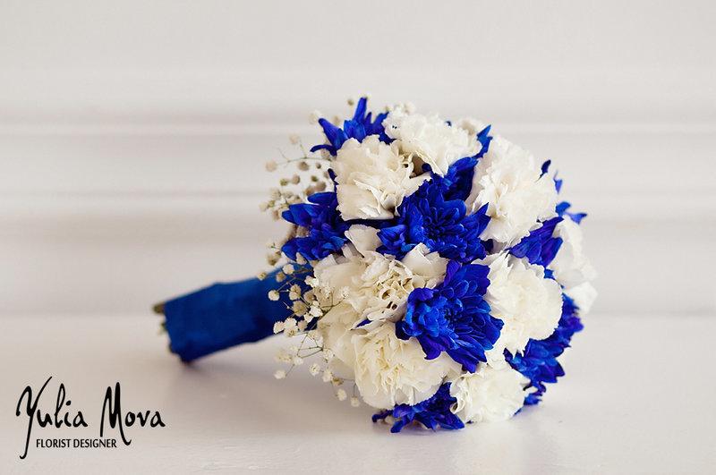 Букет на свадьбу белый с синем