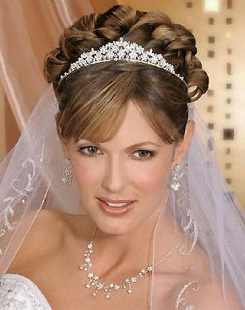 Прическа свадебная с фатой без челки фото