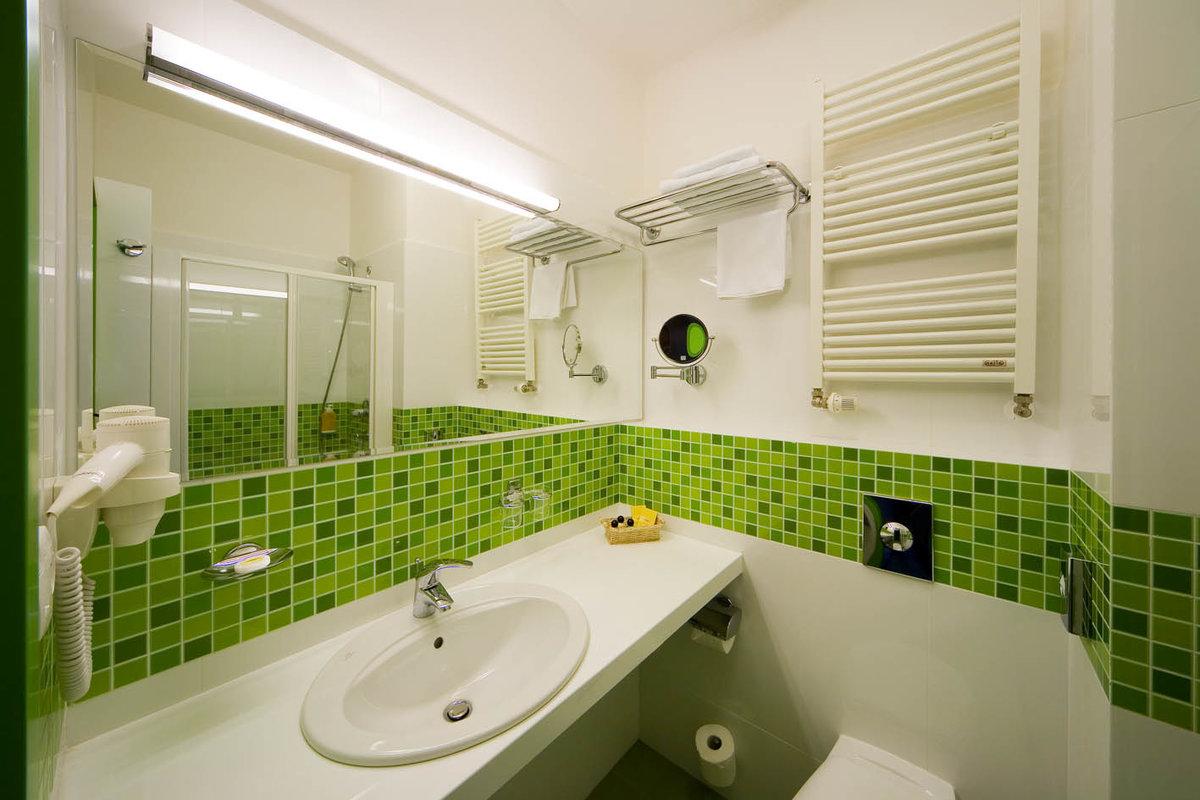 Дизайн маленькой ванной мозаикой
