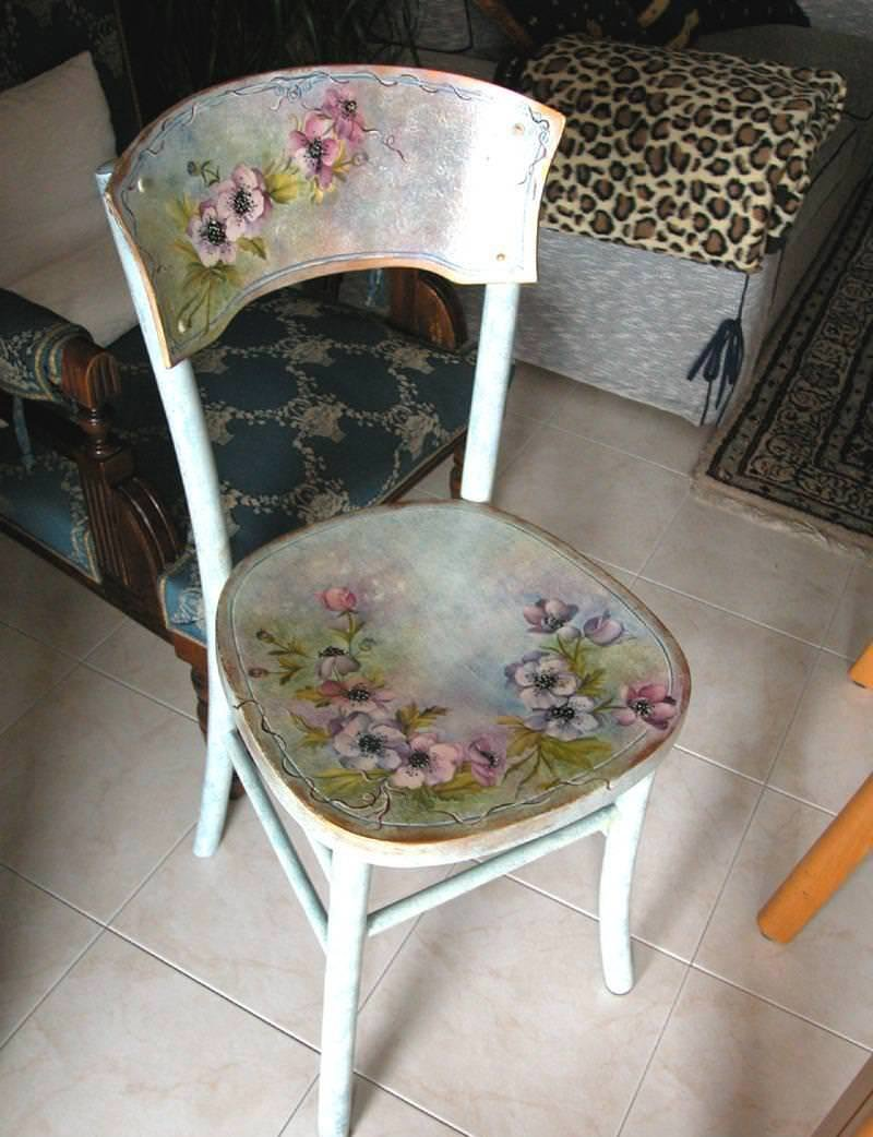 Чем задекорировать старый деревянный стул своими руками