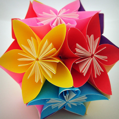 Фото красивых поделок из цветной бумаги