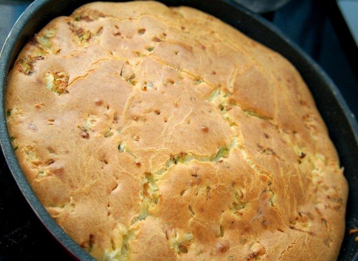 Быстрый пирог из капусты на майонезе
