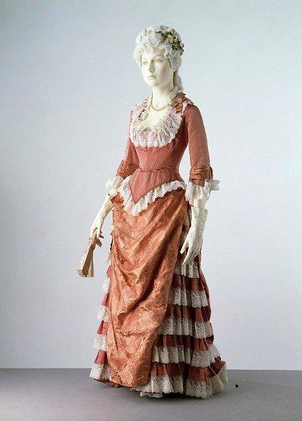 Фото девушек в платьях 20 века