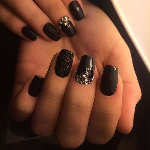 Черные ногти со стразами 2016