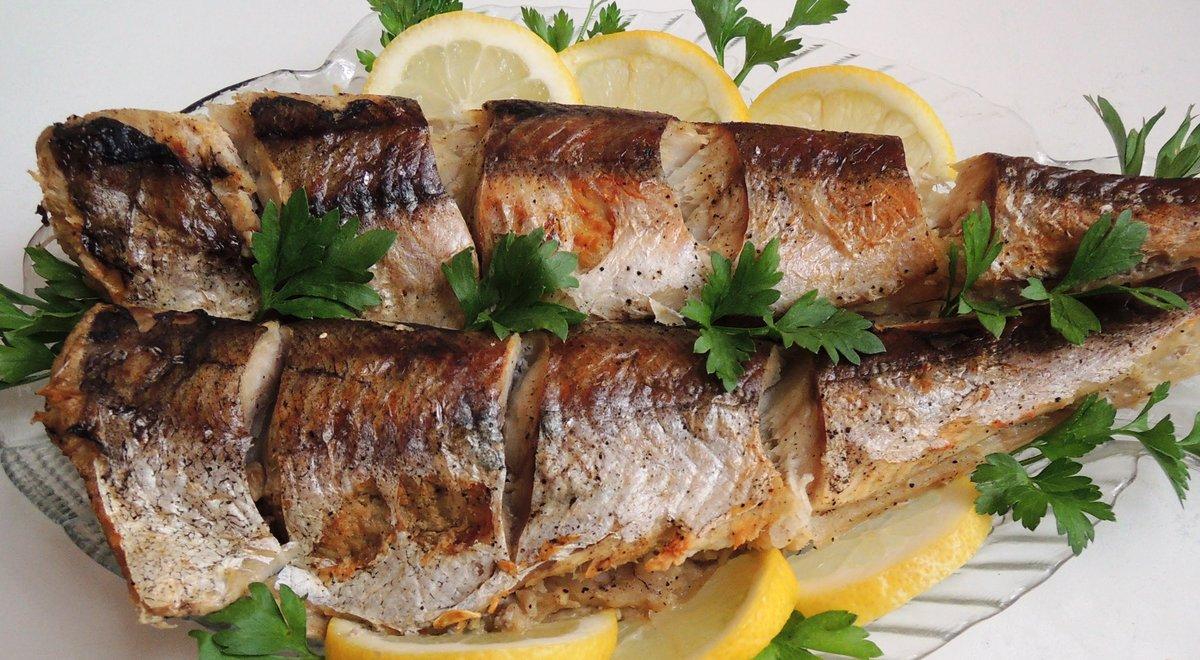 Как запечь целиком рыбу в фольге в духовке рецепт пошагово