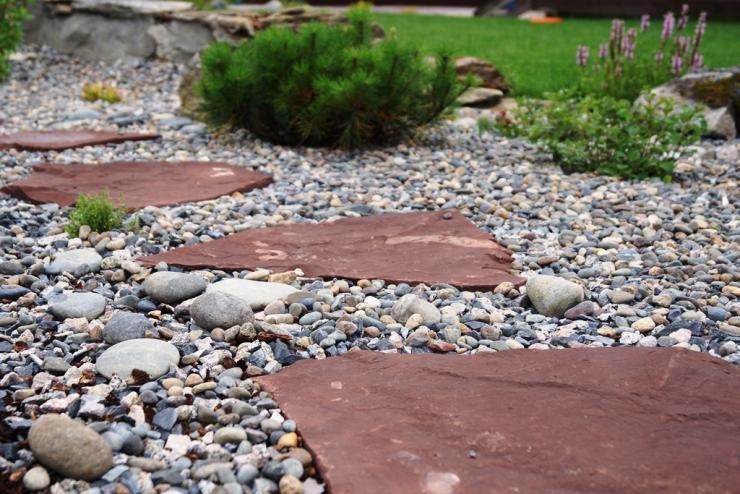 Дорожка из плоских камней своими руками 79
