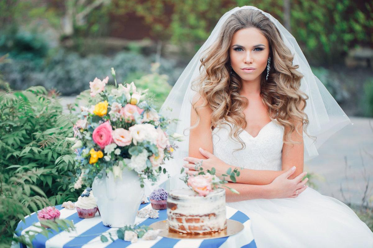 Распущенные волосы на свадьбу без фаты