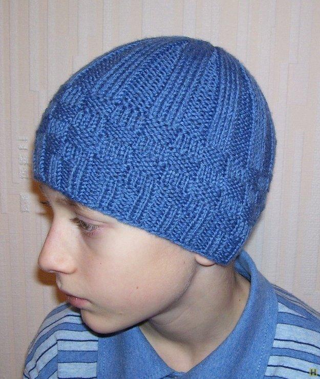 Вязание шапки спицами для молодежи 77