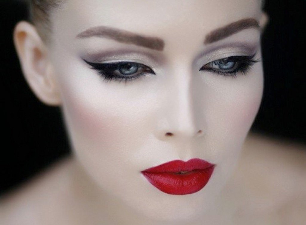 Фото красивого макияжа со стрелками
