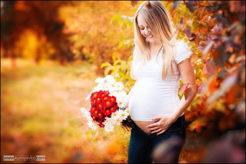 Беременная фотосессия на улице осенью 43