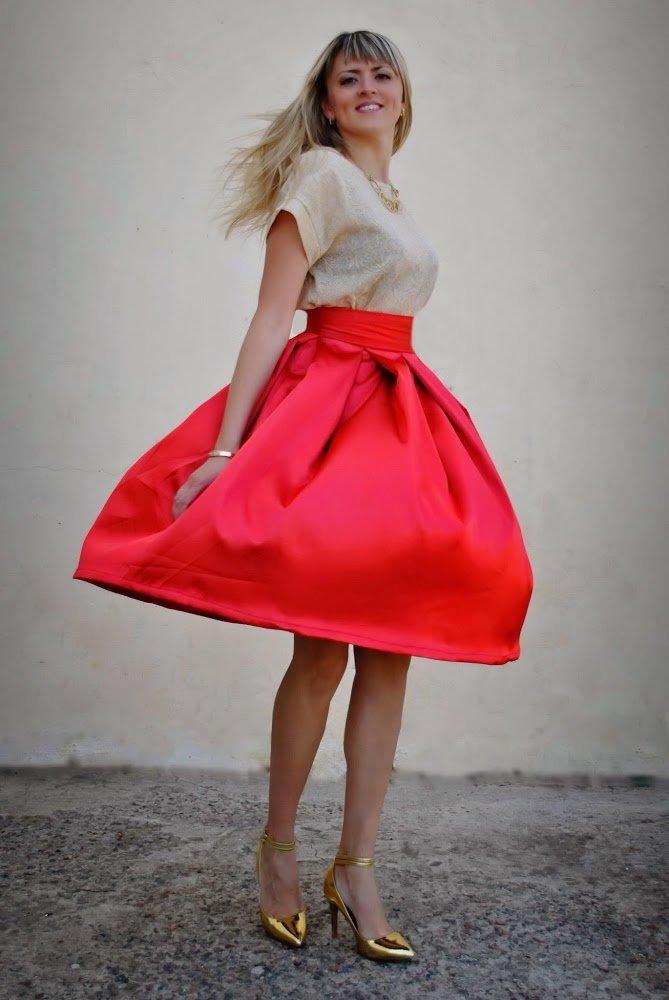 Сшить юбку из красного атласа