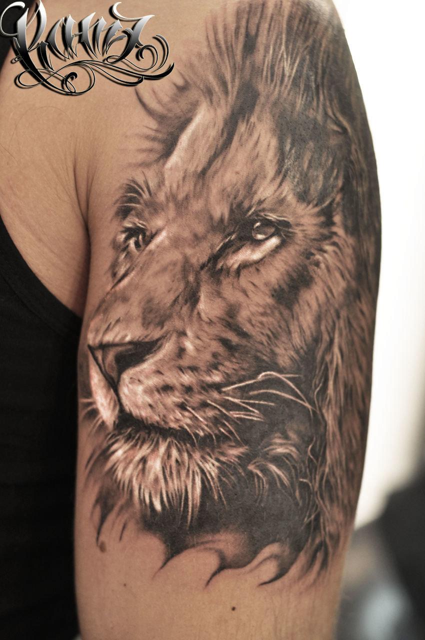 Девушка с тату лев на плече фото