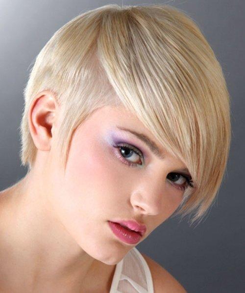 Фото модельных стрижек на короткие волосы в 40