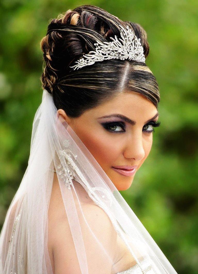 Свадебные причёски на длинные волосы с чёлкой и диадемой