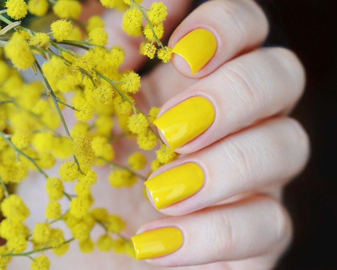 Лимонный цвет в маникюре