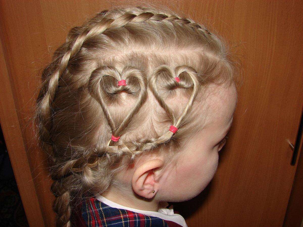 Прически из косичек для девочек сердечко