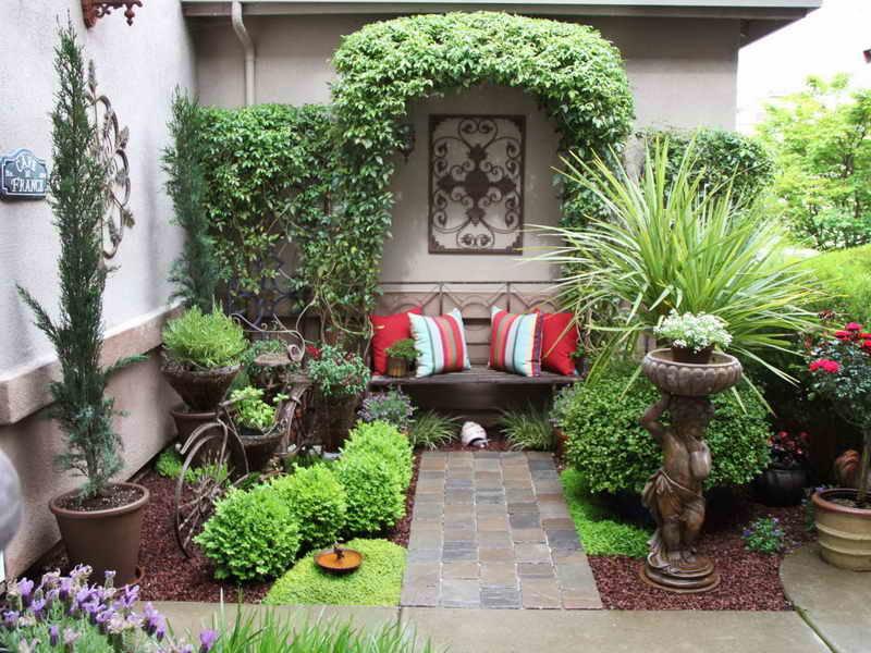 Красивое оформление двора частного дома своими руками