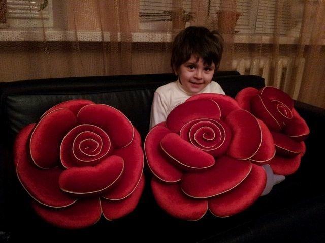 Как сделать розы для подушек своими руками