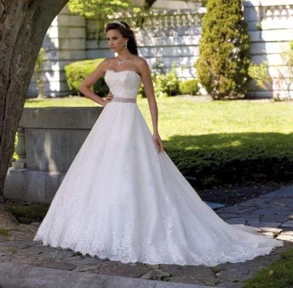 Свадебное платье пышное со шлейфом кружевное