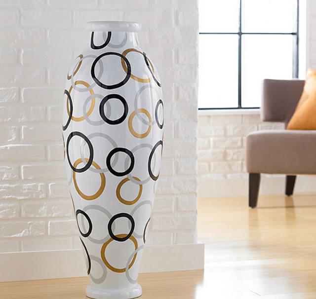 Белые напольные вазы своими руками 31