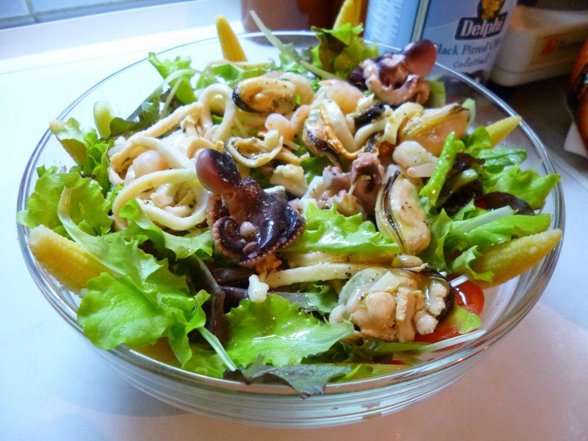 Легкий салат из морепродуктов рецепты