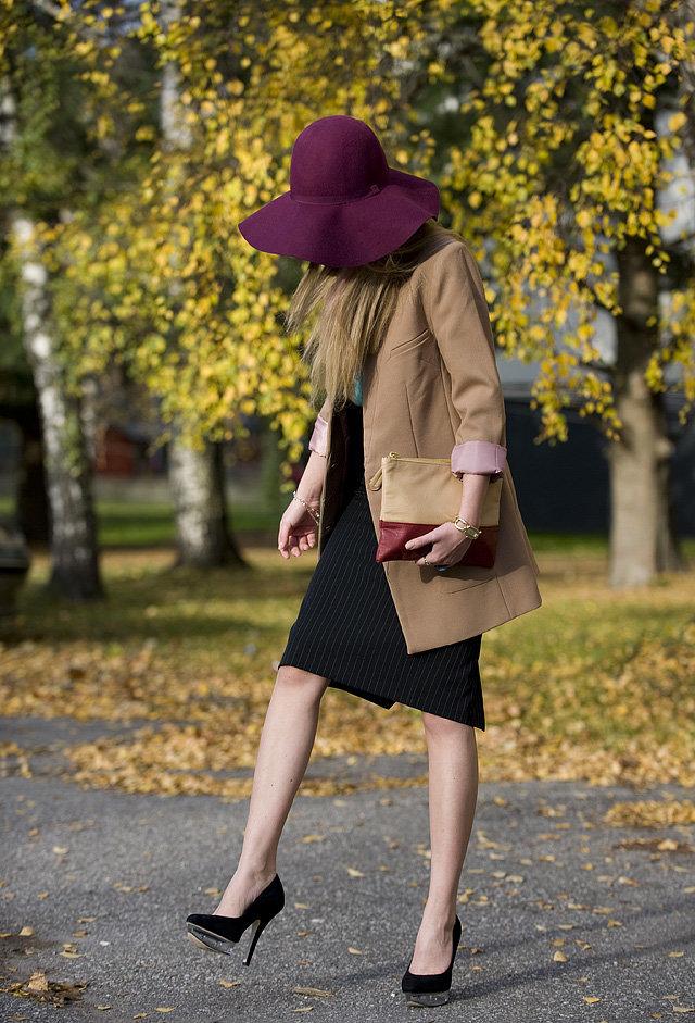 Что носить с бордовой шляпой