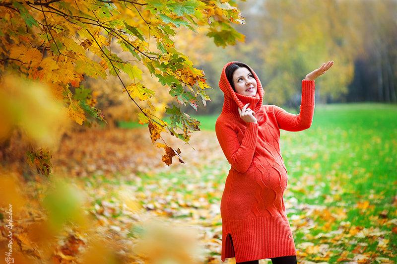 Беременная фотосессия на улице осенью 9