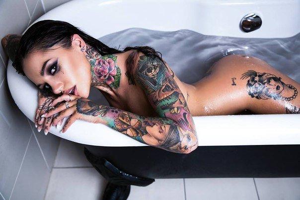 Татуированные порно актриса sierra 5