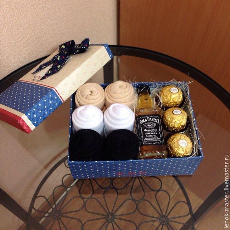 Подарок мужу из носков своими руками