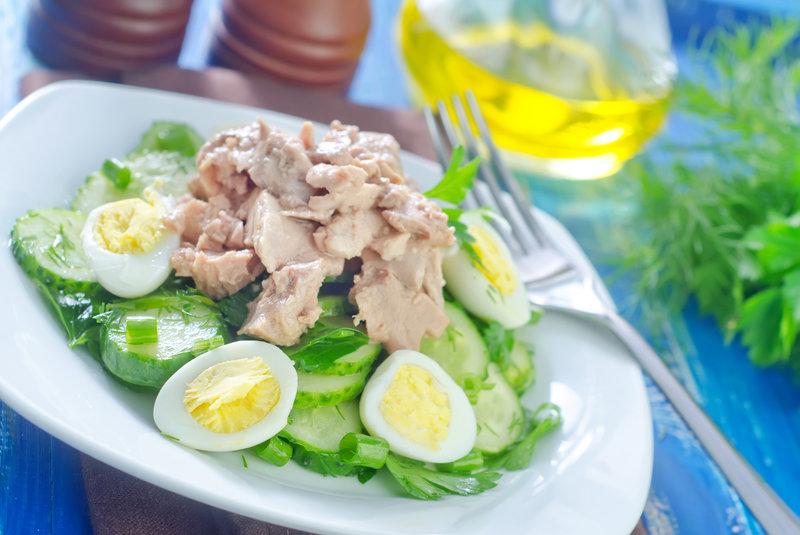 Салат из печени трески с яйцами рецепт