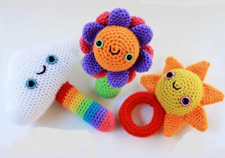 Вязанные игрушки для новорожденных
