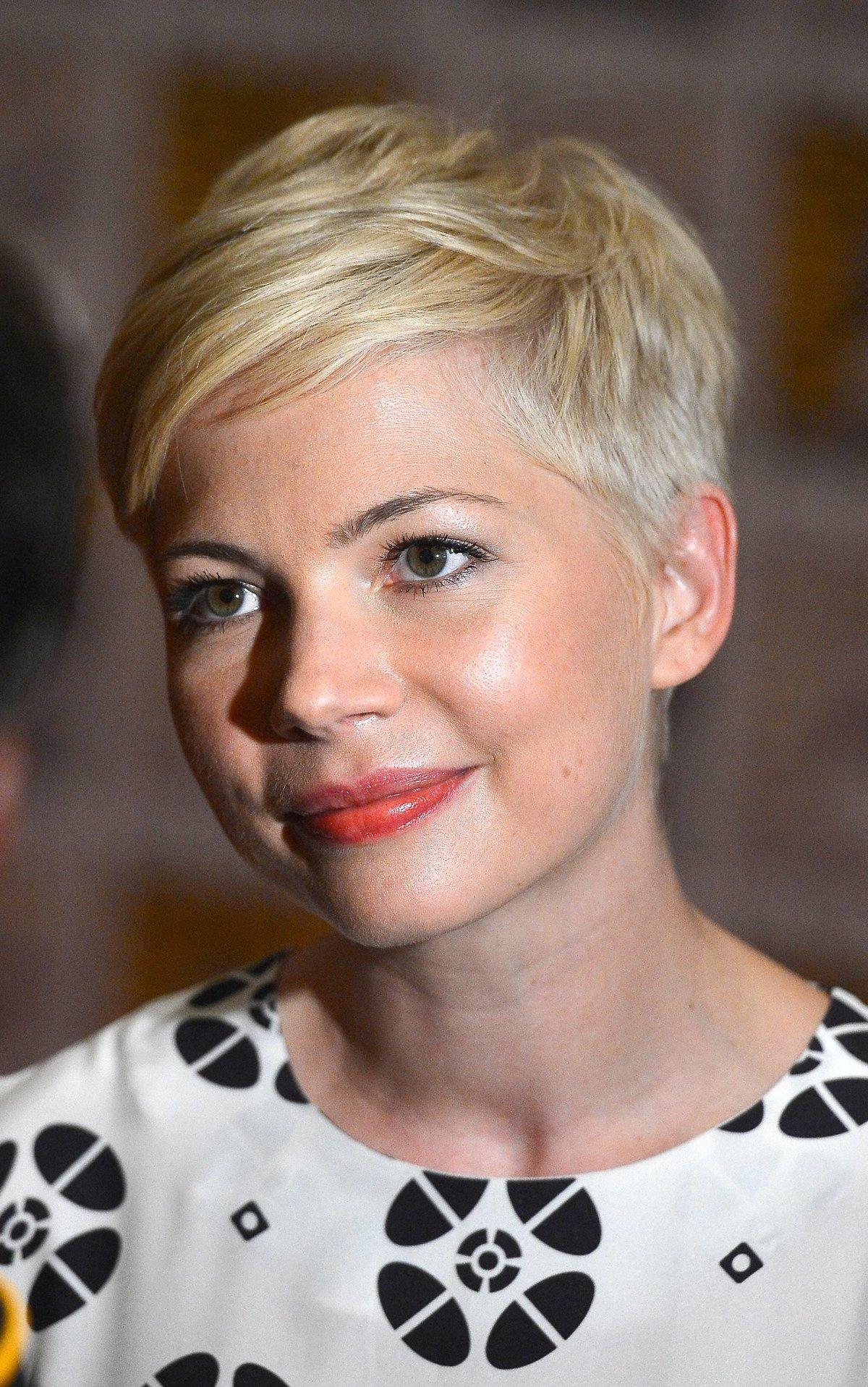 Короткие причёски на круглое лицо фото