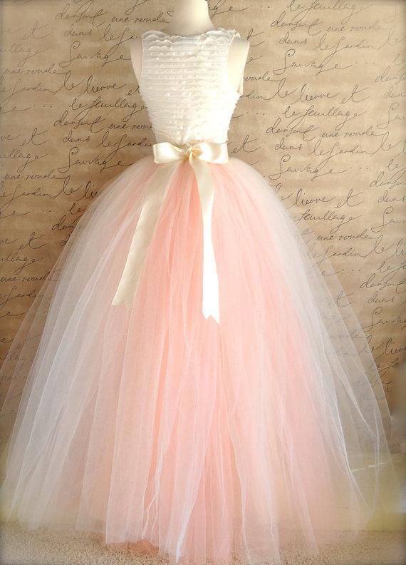 Платье из фатина оригинальный наряд в повседневном образе