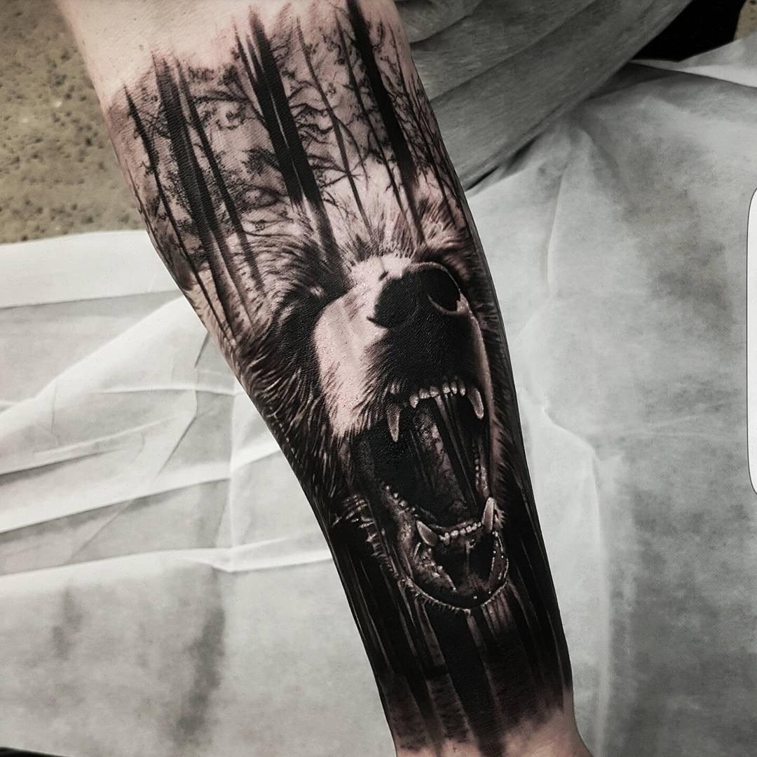 Тату волк в лесу фото
