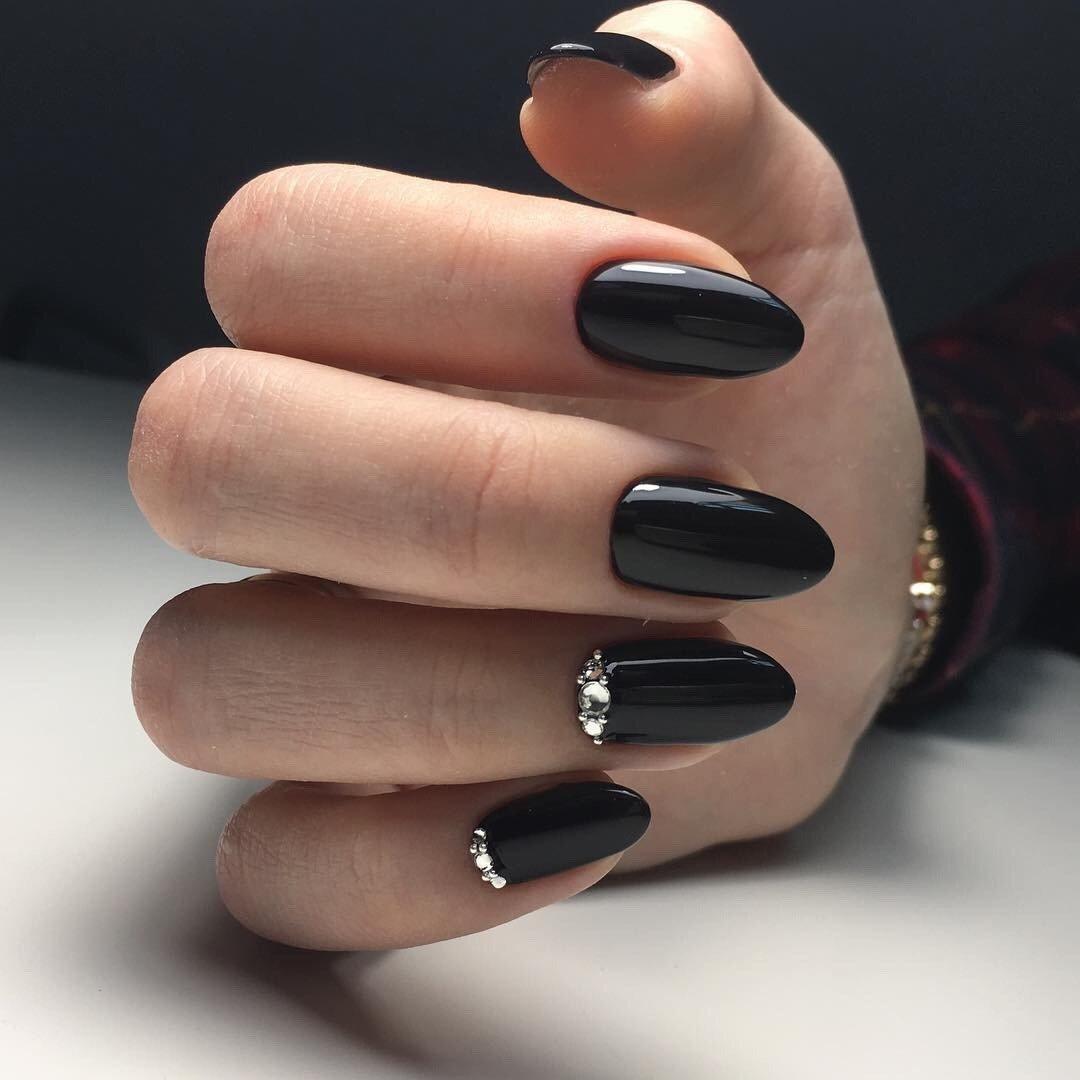 Маникюр в черных цветах идеи фото