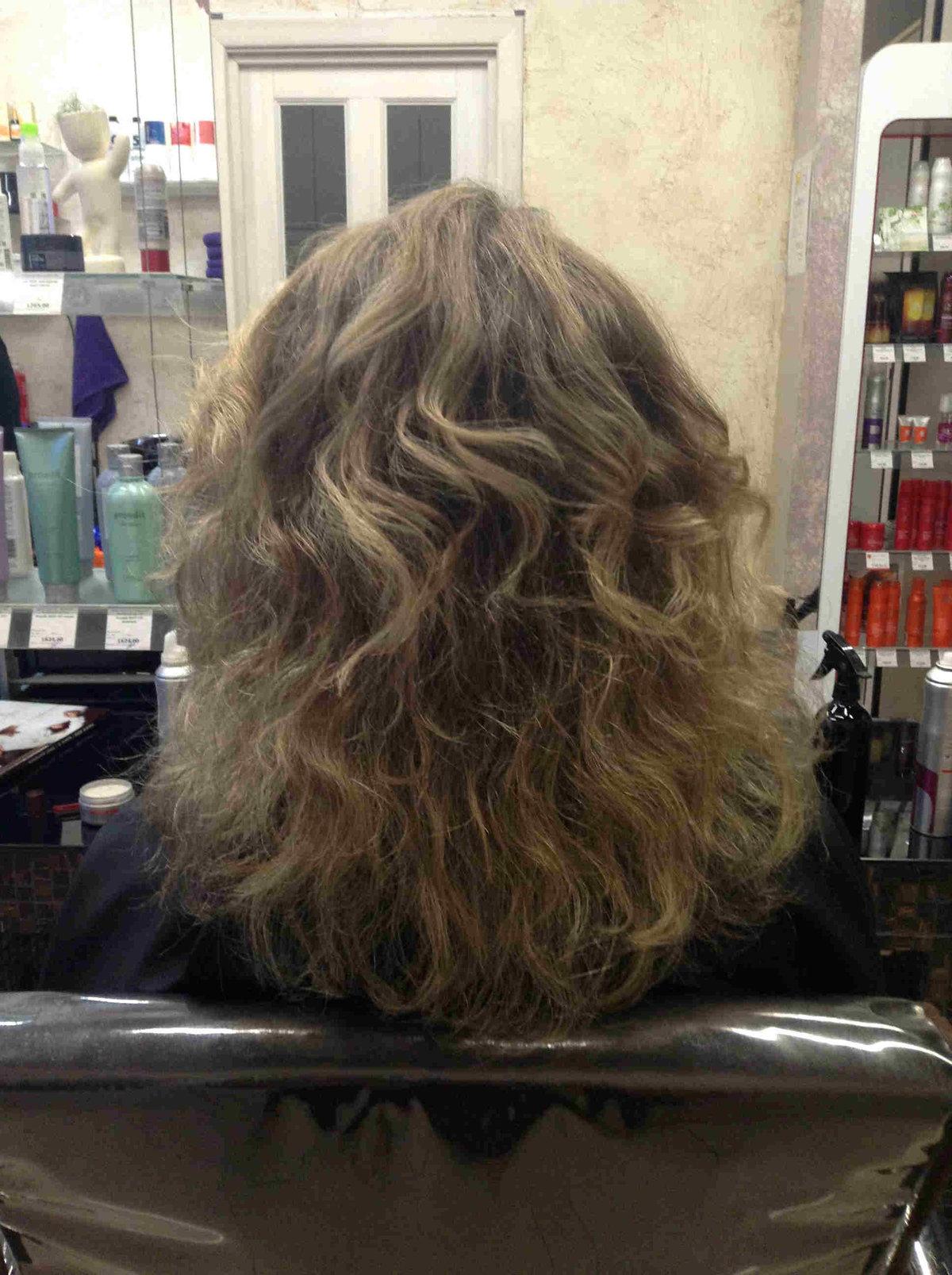 Легкая химия на кончики волос