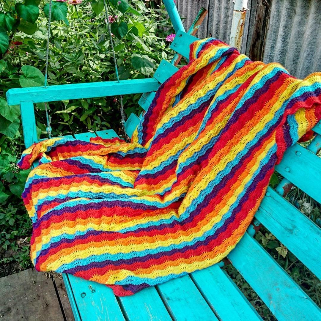 Вязание разноцветного пледа спицами