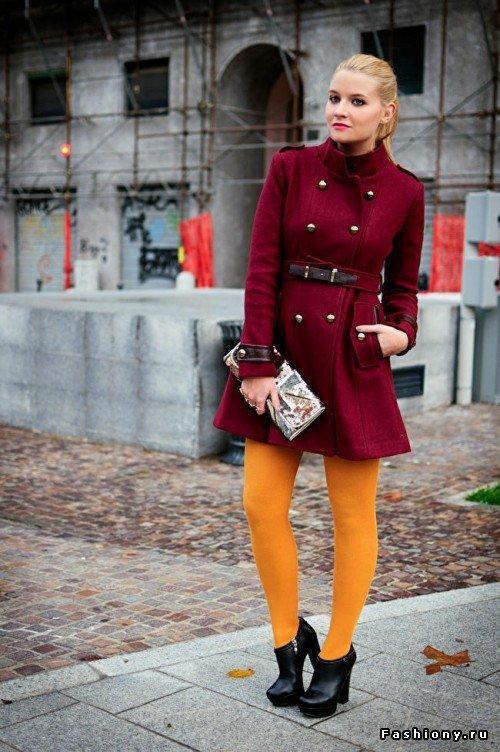 Что одеть с желтыми колготками