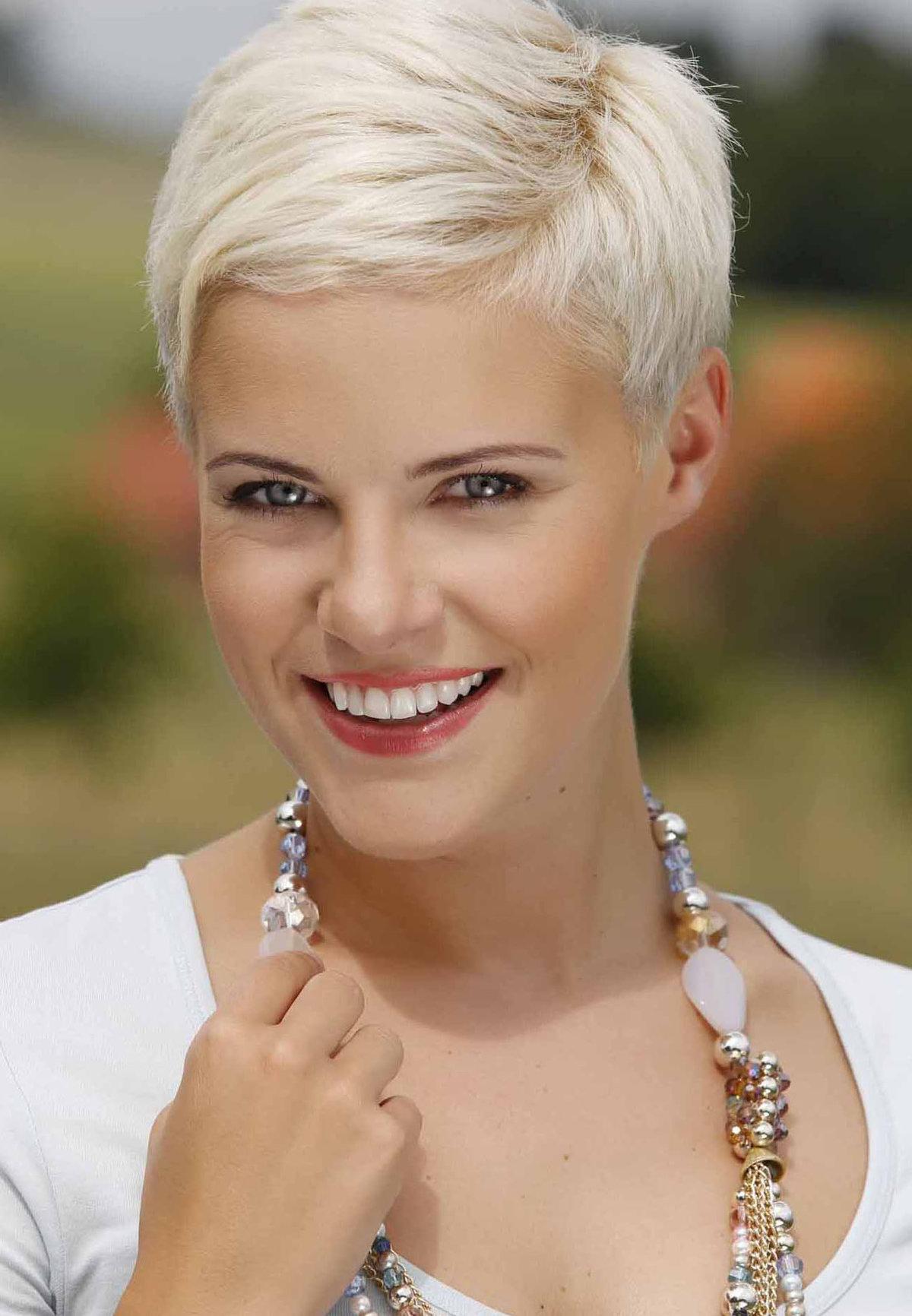 Фото коротких стрижек для женщин до 30 лет